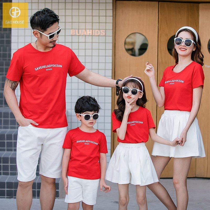 Mẫu áo đồng phục gia đình 4 người màu đỏ trẻ trung