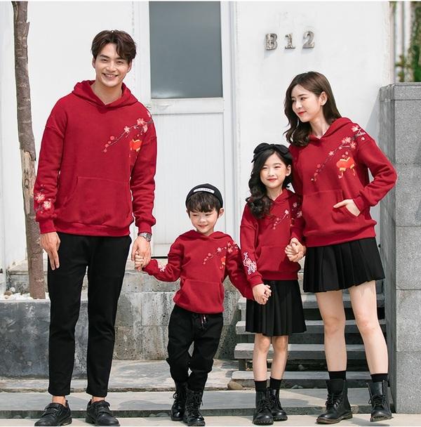 Áo đồng phục tết - xu hướng thời trang mới cho các gia đình Việt