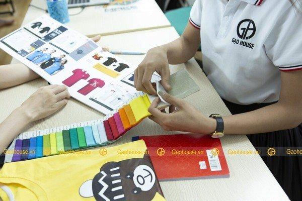 Xưởng đồng phục gia đình Gạo House nhận tư vấn, thiết kế theo yêu cầu của khách hàng