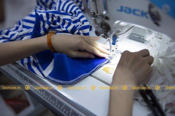 Xưởng đồng phục gia đình Gạo House - đơn vị chuyên cung cấp áo đồng phục uy tín, chất lượng nhất trên thị trường hiện nay