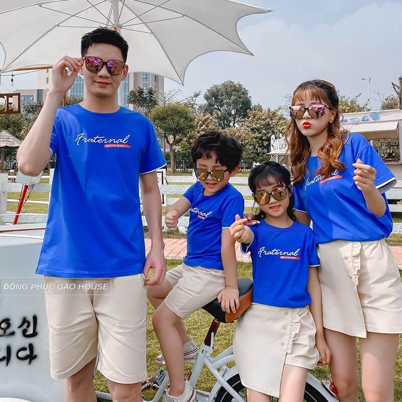 Áo gia đình màu xanh da trời dịu nhẹ