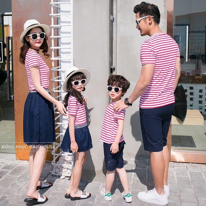 Mẫu áo gia đình cho 4 người họa tiết kẻ sọc ngang đỏ - trắng