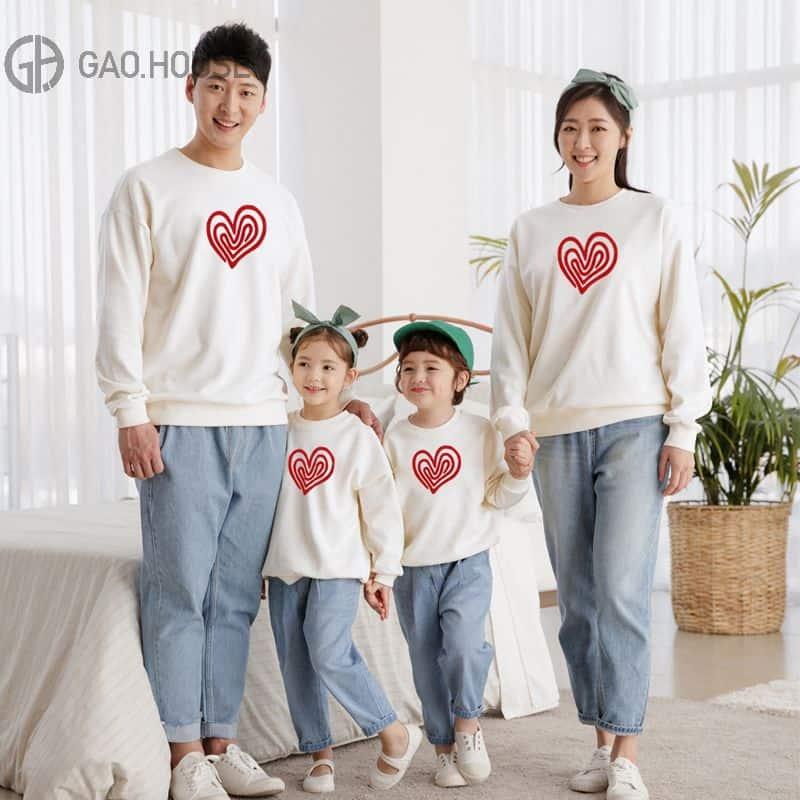 Mẫu đồng phục gia đình mùa đông 4 người hình in trái tim dễ thương