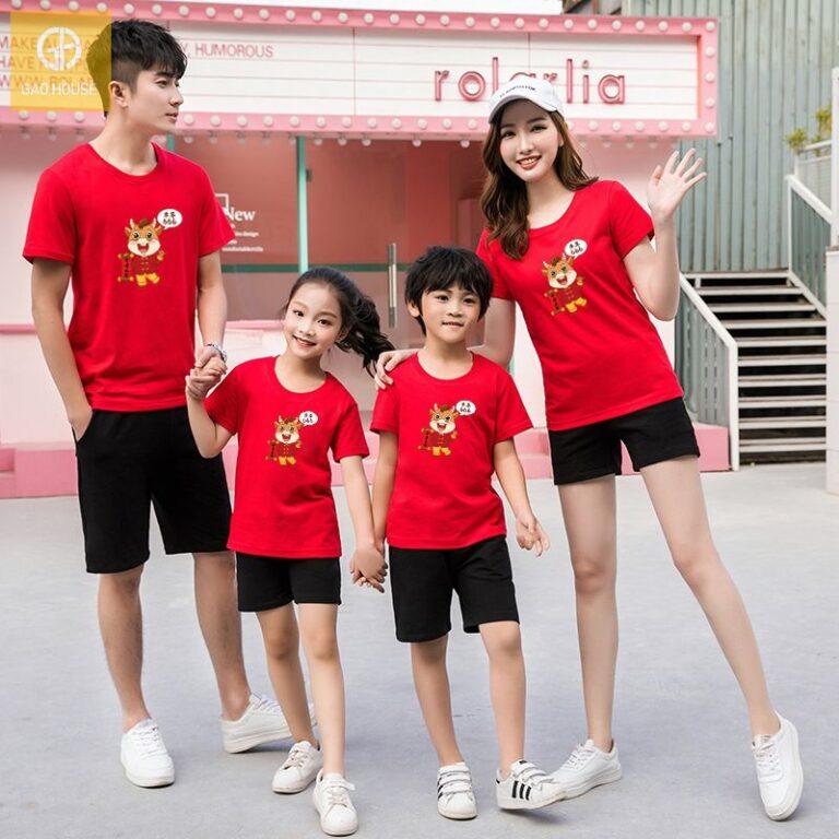 Áo đồng phục màu đỏ tượng trưng cho sự may mắn