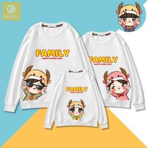 Mẫu áo gia đình mùa đông in hình đại diện các thành viên trong gia đình