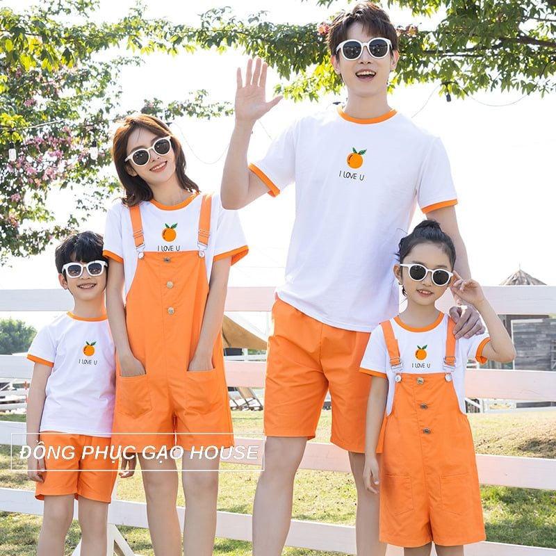 Mẫu đồng phục gia đình 4 người màu cam mang phong cách tươi trẻ, năng động